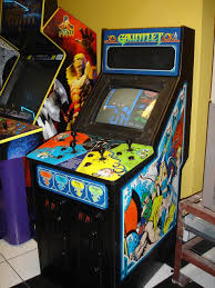 Mortal Kombat Arcade Machine Uk by My Local Movie Theater Of All Places Has A Pac Man Galaga