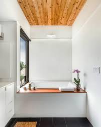 kleine und moderne badezimmer mit japanischer badewanne und