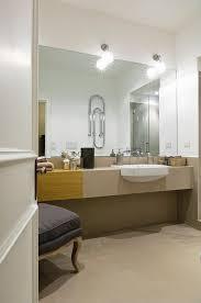 blick ins badezimmer mit waschtisch und bild kaufen