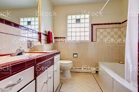 badezimmer mit fliesen an der wand bordüre und glas block fenster stockfoto und mehr bilder architektur