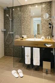 badezimmer mit ebenerdiger regenwald dusche picture of