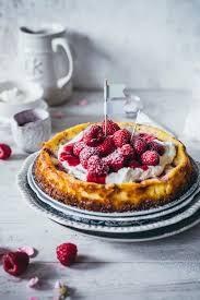 glutenfreier cheesecake mit himbeeren und weißer schokolade