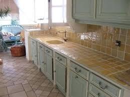 peindre plan de travail carrelé cuisine carrelage cuisine plan de travail cracdence en carreaux ciment