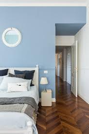 hellblaue wand im schlafzimmer mit bild kaufen
