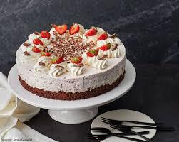 erdbeer yogurette torte mit nussboden cupcakes92
