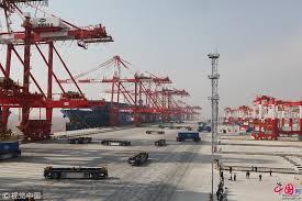 le plus grand port automatisé au monde entre en opération à shanghai