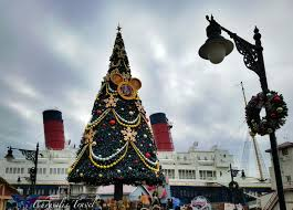 Plutos Christmas Tree Youtube by A Closer Look At Christmas Celebrations From Tokyo Disneysea