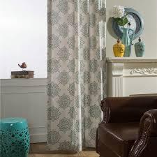 landhaus vorhang beige blumen minimalismus im wohnzimmer