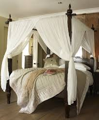 Four Poster Bed Canopy Ideas Sewn One Piece Curtains Crossed Slightly And Gathered Home Decorating