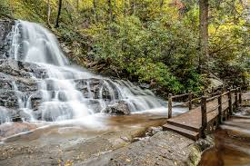 6 amazing waterfalls in the smoky mountains you need to experience