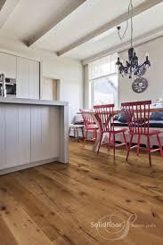 rustikale landhausdielen eiche in warmem braun küche und