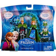 Frozen Bathroom Set Walmart by Disney Frozen Small Doll Wedding Giftset Walmart Com