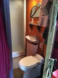 salle de bain mauve la salle de bain de la roulotte mauve picture of dormir en