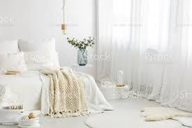 inspiration für grundlegende schlafzimmer dekorieren stockfoto und mehr bilder accessoires