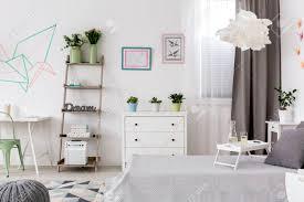 helles schlafzimmer und büro kombiniert und kreative wanddekoration
