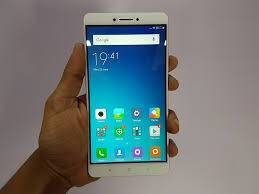 Choose the Best Smartphone Under Rs From The Following Options