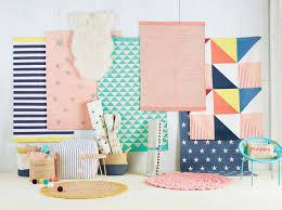 tapis chambre d enfant tapis enfant coton tuftã pois multicolores nikka la redoute