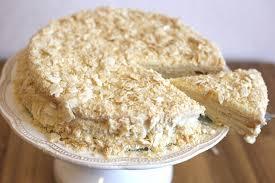 blätterteig torte mit schmand buttercreme und milchmädchen