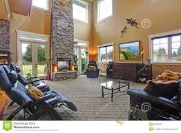 luxushausinnenraum wohnzimmer mit kamin stockbild bild