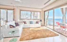 exlusive wohnzimmer im landhaus modern stockbild bild