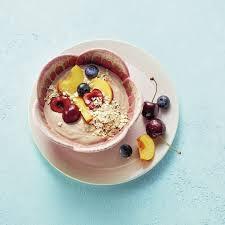 nussjoghurt mit obst und haferflocken
