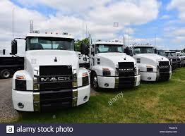 100 Mack Semi Trucks Anthem American Semitrucks Stock Photo 209693324 Alamy