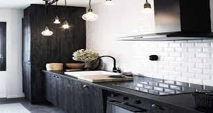 credence cuisine noir et blanc carrelage métro le style déco chic d un carrelage de cuisine