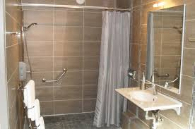 chambre accessible handicapé salle de bain handicapé normes hotel des idées novatrices sur la