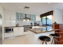 Impressive Modern U Shaped Kitchen Design Photo 4 HowieZine