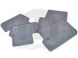 Jeep Commander Floor Mats Canada by Jeep Patriot Trailer Hitch And Accessories Things To Buy