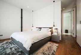 pendelleuchte schlafzimmer len holzboden teppich grau