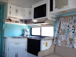 Class C Motorhome With Bunk Beds by Two Twenty Somethings Transform Their 1994 Coachmen Leprechaun For