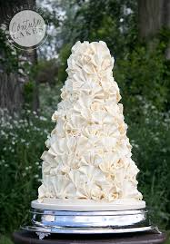 Organic Wreath Wedding Cake Serves 180 Portions Price Category C GBP743