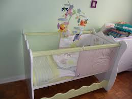 chambre bébé lit plexiglas tout savoir sur le lit bébé aux parois plexiglas