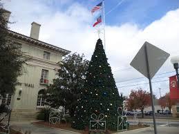 FileValdosta City Hall Christmas Tree And Flagpole SE Face 12713JPG