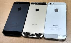 New photos show alleged gold iPhone 5S next to black white iPhone 5