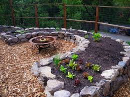 How to Pick the Right Mulch for Your Edible Landscape