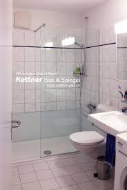 badewanne weicht der dusche mit seitlicher glasabdeckung