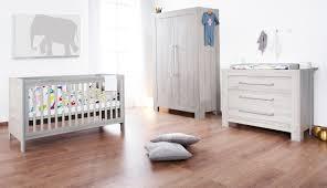 pas de chambre pour bébé chambre de bébé ensemble mobilier pour bébé composé du lit bébé