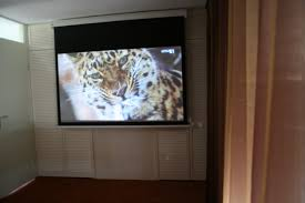 Drop Ceiling Mount Projector Screen by 3 Examples Of Clever Projection Screen Installations