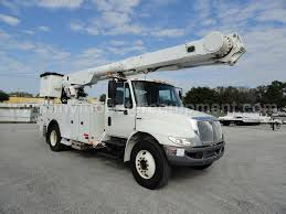 100 Altec Boom Truck 2009 International 4300 AM855MH OverCenter Bucket