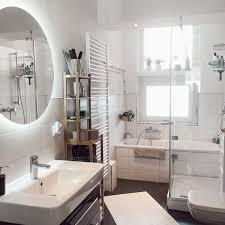 badezimmer runder spiegel dusche badewanne altbau
