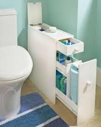schmaler schrank neben der toilette badezimmer klein
