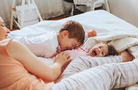 sollen kinder mit im elternbett schlafen zum kleinen