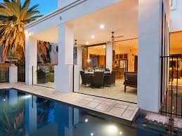 100 Beach Houses Gold Coast Pool And House Area Vogue Holiday Homes In Vogue