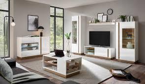 ein stylisches wohnzimmer mit celle 61 möbeln hochglanz
