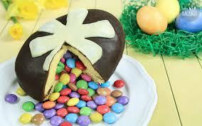 osterei piñata cake mit smarties