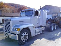 100 Pickup Truck Sleeper Cab 1991 Freightliner FLD120 Tandem Axle Tractor For Sale By