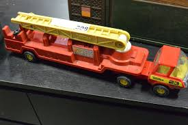 METAL TONKA FIRE TRUCK
