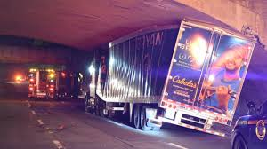 99 Luke Bryan Truck Trailer Hits Wantagh State Parkway Overpass Police Say